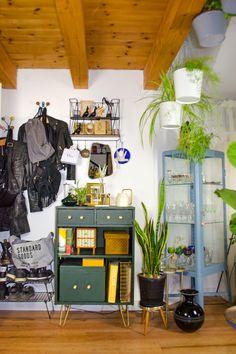 5 PFLEGELEICHTE ZIMMERPFLANZEN FÜR DEIN HEIM | Stylepeacock | Happy Boho Interior Modern Home Furniture, Small Furniture, Mid-century Interior, Interior Design, Diy Hacks, Ikea Hacks, Outdoor Living, Diy Home Decor, Diys