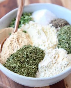 Add flavor to potatoes & chicken or make your own ranch dressing or dip at home with this easy Ranch Seasoning Mix recipe! It's gluten free & easy to make! Homemade Spice Blends, Homemade Spices, Homemade Seasonings, Spice Mixes, Homemade Ranch Seasoning, Ranch Seasoning Mix, Homemade Ranch Mix, Homemade Ranch Dressing Mix, Buttermilk Ranch Dressing