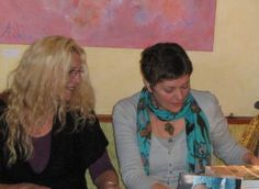 Over ons: Nicolien de Kroon en Agnès Schlüter auteurs van het boek De stenen op ons pad.