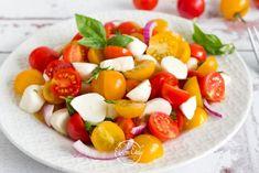 Nyárvégi paradicsomsaláta | Életem ételei Caprese Salad, Fruit Salad, Mozzarella, Food, Food Menu, Fruit Salads, Essen, Meals, Yemek