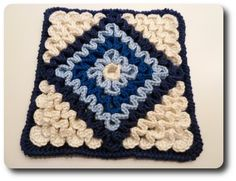 Tutorial: Wiggly Crochet K-Town-Style (Part 2 - Hotpad/Cushion Pattern) Please note: This is a free pattern for your personal use. Wiggly Crochet Patterns, Crochet Motifs, Crochet Potholders, Crochet Blocks, Crochet Squares, Crochet Granny, Crochet Stitches, Knit Crochet, Granny Squares