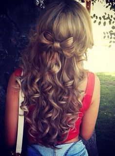 Long curls adorned with bow hair + Do Long Loose Curls