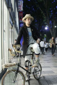 Daisuke Sano wearing A(LeFRUDE)E, GOODENOUGH, MOUNTAIN RESEARCH, OLIVER PEOPLES, visvim at Omotesando | Fashionsnap.com