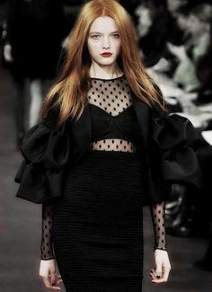 "ialu: "" Vlada Roslyakova at Ruffian Fall/Winter 2009 "" redheads and black polka dots, yes please. Fashion Moda, Fashion Week, Runway Fashion, Fashion Beauty, Fashion Show, Womens Fashion, Fashion Fashion, Vlada Roslyakova, Dark Fashion"