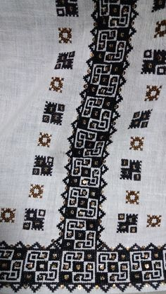 Handmade Embroidery Designs, Traditional Outfits, Cross Stitching, Romania, Ali, Projects To Try, Pattern, Punto De Cruz, Dots