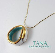 Ceramic necklace MINIMAL - white, turquoise and gold. Collier céramique MINIMAL - blanc, turquoise et or. de la boutique Tanaart sur Etsy