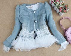 Denim and lace: excellent combination! Diy Clothing, Sewing Clothes, Estilo Jeans, Denim Ideas, Recycle Jeans, Altered Couture, Denim And Lace, Recycled Denim, Mode Style