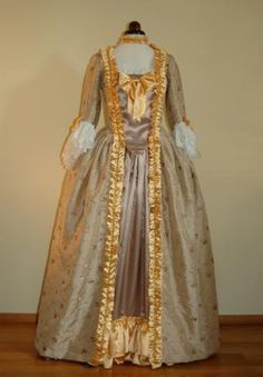 The entire rococo dress - the robe l'anglaise.