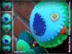Colgante Maimé Deco de Cuatro Piezas! Pañolenci, Hilos y Botones... 45 cm de largo aproximadamente. Verdes, Celeste, Fucsia y Violeta.