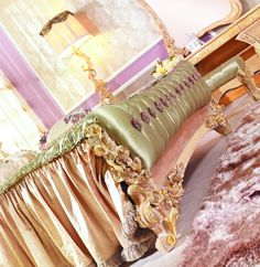 Elegant Handcarved Luxury Bedroom Set, High End Italian Bed Furniture, View luxury bed, BISINI Product Details from Bisini Furniture And Dec. Luxury Bedroom Sets, Luxurious Bedrooms, Luxury Bedding, Luxury Home Furniture, Bed Furniture, Green Bedding, Princess Wedding, Sofa Chair, Beautiful Hands