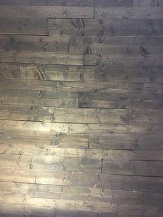 DIY pallevegg – ResidensSimonsen Hardwood Floors, Flooring, Diy, Wood Floor Tiles, Bricolage, Hardwood Floor, Diys, Wood Flooring, Handyman Projects