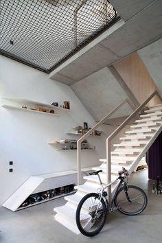 Innenarchitektur-Sichtbetonwände-freistehende Treppe-reduzierte formensprache