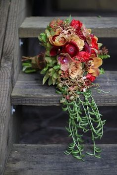 Amazing #bouquet...earth tones in green, red and peach with trailing succulents