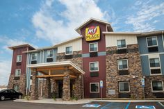 My Place Hotels operates a collection of newly built affordable hotels for all families, business and leisure travelers! Make My Place, Your Place! Perfect North, Affordable Hotels, Hotel Branding, Extended Stay, Hotel Stay, Breakfast In Bed, Like A Local, North Dakota, Modern Room