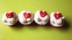 Mini cupcakes de San Valentín  http://mundo-larpeiro.blogspot.com.es/2014/02/mini-cupcakes-san-valentin.html