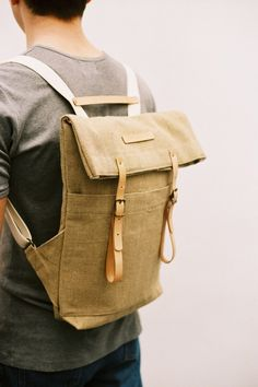 SALE: Newspaper Rucksack Raw Natural