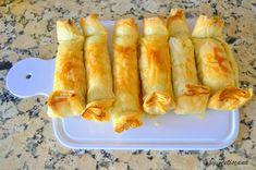 Pastéis de maçã e nozes Apple Recipes, Sweet Recipes, Mini Desserts, Dessert Recipes, Pound Cake Recipes, Portuguese Recipes, Hot Dog Buns, Coco, Recipies