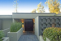 Mid century Modern house in Pasadena, CA by McCarthy, Zemke and Hartfelder