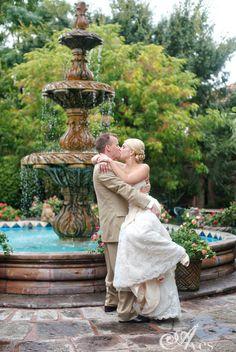 aahhhh the infamous joe t garcia fountain that i adore.