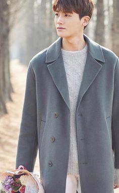 Park Hyung Sik as Ahn Min Hyuk visits his mother. Park Hyung Sik, Park Bo Young, Strong Girls, Strong Women, Asian Actors, Korean Actors, Korean Drama, Ahn Min Hyuk, K Park