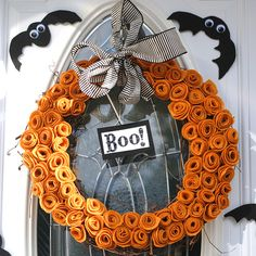Easy #Halloween Wreath made with felt.
