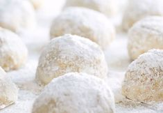 A tender butter cookie, filled with nuts and rolled in powdered sugar. These little snowballs will melt in your mouth! 7 Layer Bars, Easy Bar, Sugar Dough, Russian Tea Cake, Walnut Cookies, Walnut Recipes, Roll Cookies, Goodies