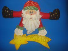 Este é o Papai Noel Country, feito com EVA e enchimento.