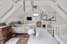 Gorgeous 40 Cozy Attic Loft Bedroom Design & Decor Ideas https://homevialand.com/2017/08/06/40-cozy-attic-loft-bedroom-design-decor-ideas/