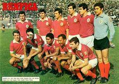 Benfica 1967/68. Cruz,Jaime Graça,Jacinto,Humberto Coelho,Raul,José Henrique José Augusto,Torres,Eusébio,Coluna,Simões.