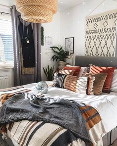 Suns out. glitterballs out Bohemian Bedroom Decor bohodecor furnlovers glitterballs mynordichome Scandiboho Suns Dream Bedroom, Home Bedroom, Bedrooms, Bedroom Ideas, Bohemian Bedroom Decor, My New Room, Cheap Home Decor, Room Inspiration, Home Remodeling