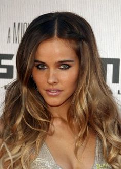 Isabel Lucas (Beautiful ombre and loose curves; Gorgeously bronzer and light smokey eyes with understated lip) Teske Goldsworthy Hill - THIS is my next hair coloring. Isabel Lucas, Locks, Blonde Waves, Going Blonde, Different Hair Colors, Dream Hair, Pretty Hairstyles, Blonde Hairstyles, Gorgeous Hair