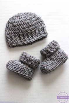 Make this cute baby set with Lion Brand Vanna's Choice! Get the free pattern now by Sewrella!