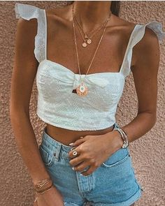 10 Summer Fashion Mistakes to Avoid - Bra tops and ruffles are a match made in heaven. What a combo Mode Outfits, Trendy Outfits, Fashion Outfits, Womens Fashion, Fashion Trends, Fashion Ideas, Fashion Styles, Style Fashion, 90s Fashion