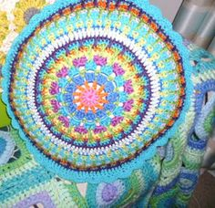 Mandala Cushion tutorial part 4. Links to the other parts at the bottom of the post.