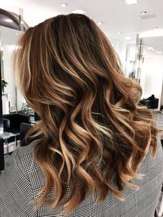 Short, highlighted hair #hairstyle