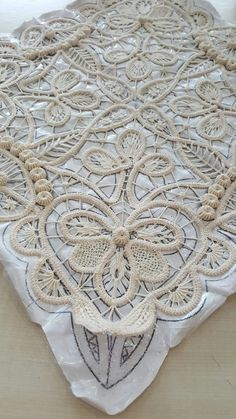 IRISH CROCHET LACE--looks more like Romanian point lace to me. Not sure that I've ever seen this braid in Irish crochet before Japanese Crochet, Japanese Embroidery, Lace Embroidery, Embroidery Stitches, Embroidery Designs, Filet Crochet, Irish Crochet, Crochet Lace, Crochet Stitches