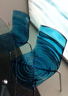 Wave chairs from Calligaris. The technopolymer shell recalls water transparency featuring a stunning pattern of concentric waves. Unique Furniture, Furniture Decor, Furniture Design, Furniture Upholstery, Furniture Stores, Rustic Furniture, Furniture Repair, Outdoor Furniture, Design Transparent