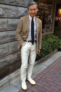 White jeans & white shoes for stylish old man