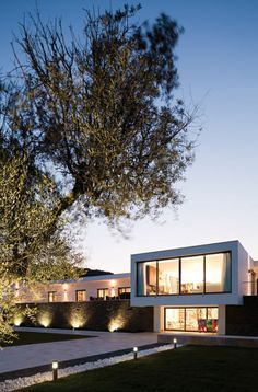 Ribatejo House by Atelier Nuno Lacerda Lopes
