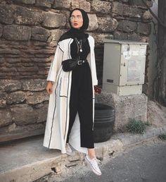 Muslimische Mädchen Neue Hijab-Mode: edanurkir The Many Use Hijab Fashion Summer, Modest Fashion Hijab, Modern Hijab Fashion, Street Hijab Fashion, Casual Hijab Outfit, Hijab Fashion Inspiration, Hijab Chic, Muslim Fashion, Mode Inspiration