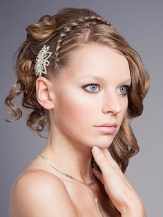Google Image Result for http://thebestfashionblog.com/wp-content/uploads/2011/06/side-french-braided-curly-hairstyles-2011-4.jpg