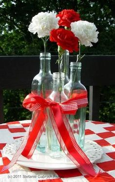 Canada Day Great flower idea for your outdoor picnic Canada Celebrations, Canada Day Party, Backyard Picnic, Backyard Barbeque, Picnic Decorations, Canada Holiday, Bbq Party, Deco Table, Family Picnic