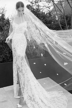 Elie Saab Wedding Dress Price Lovely Elie Saab 2019 Mermaid Split Wedding Dresses Sheer Neck Long Sleeve Lace Appliqued Beach Wedding Dress Bridal Gowns Plus Size Wedding Dresses Ellie Saab, Wedding Dress Prices, Sheer Wedding Dress, Designer Wedding Gowns, Bridal Dresses, Elie Saab Bridal, Illusion Neckline Wedding Dress, Marie, Dior