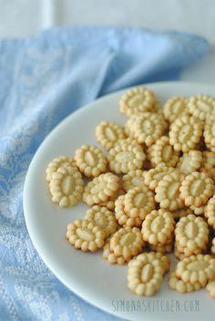 Simona'sKitchen: Biscottini con farina di Ceci e Limone - Tiny Cookies with Cickpea Flour and Lemon - Petits Biscuits à la Farine de Pois Chiches et Citron