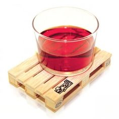 The palette coaster made for your drinking pleasures are designed by the Labyrinth Spanish studio. The coaster palette is the miniature of an actual big