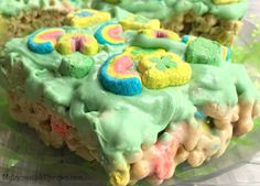 Do Nothing Tornado Cake! – My Incredible Recipes Cereal Treats, Cereal Bars, White Chocolate Cookies, Melting Chocolate, Tornado Cake, Yummy Treats, Sweet Treats, Lucky Charms Marshmallows, Lucky Charms Cereal