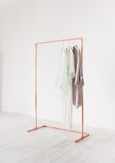 This copper clothing rail will complement your home, shop for retail display, or studio. Made using raw copper metal by Little Deer in Brighton, UK. The simple, open and airy design of this rail makes this piece and excellent display item. Each garment rack is made to order from industrial copper pipes and fittings. Once finished your rail will be sanded, polished and sprayed with a strong coating to ensure it keeps its bright copper colour. Please allow up to two weeks for postage to give…