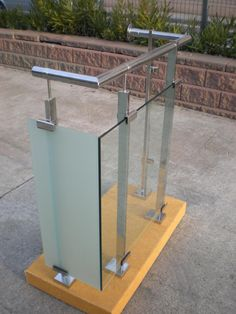 Balcony Glass Design, Glass Stairs Design, Balcony Railing Design, Glass Balcony, Staircase Design, Steel Railing Design, Steel Stair Railing, Steel Stairs, Glass Balustrade