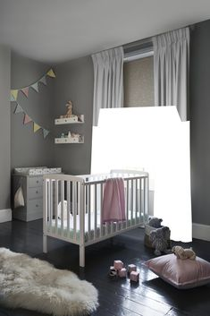 Peepo Fondant Little ones will love this delicate print featuring elephants, giraffes, monkeys and more. We've teamed it with a pair of Tetbury White floor-length curtains to complete the look in this stylish children's room. Childrens Blinds, Nursery Blinds, Kids Bedroom, Bedroom Ideas, Roller Blinds, Stylish Kids, Giraffes, Elephants, Cribs