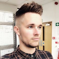 for men who are passionate about haircuts Haircuts For Men, Men's Haircuts, High And Tight, Top Hairstyles, Retro, Short Hair Cuts, Barber, Fresh, Hair Styles